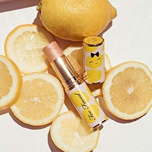 Too Faced Tutti Frutti Pink Lemonade Highlighter